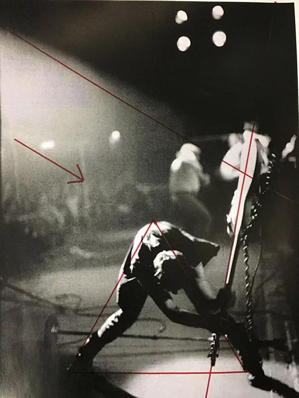 Johnny Martyr's diagram showing how perfect centred Smith's pic is (Pic: Pennie Smith)