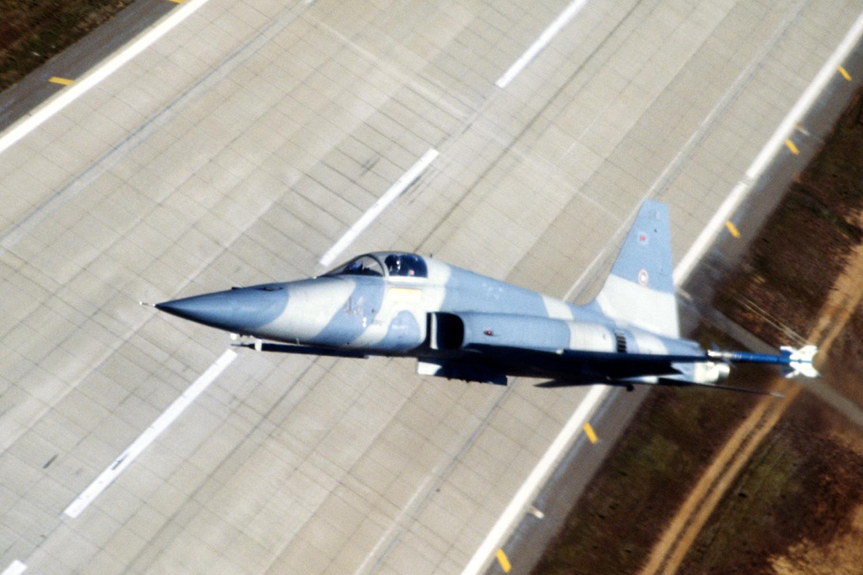 F-5E climbing (Pic: Dave Baranek)