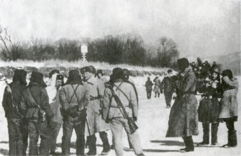 Chinese and Soviet soldiers meeting (Pic: Nicolai Petrov)