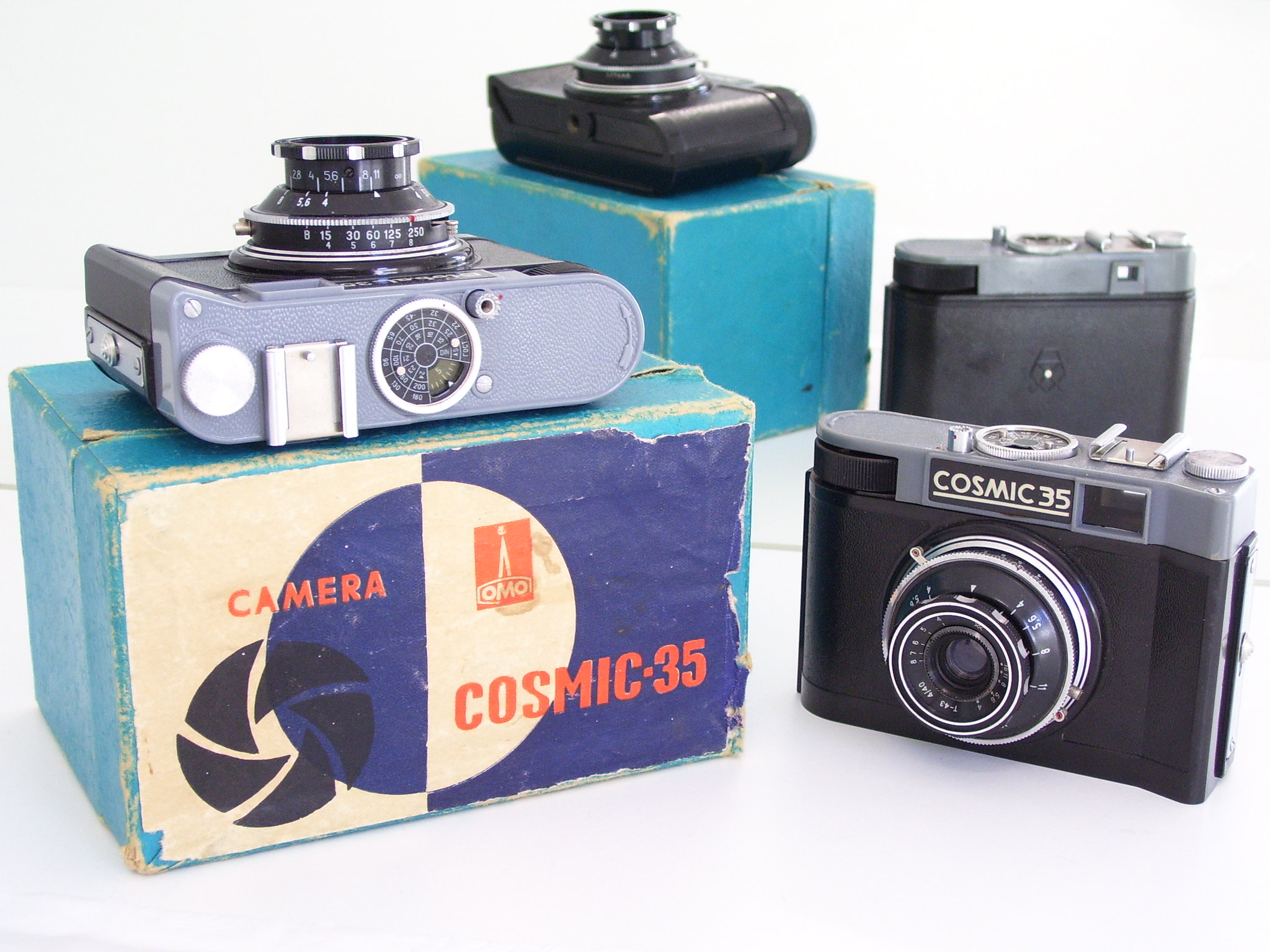 Cosmic 35 cameras and box (Pic: Ozbox/Flickr)