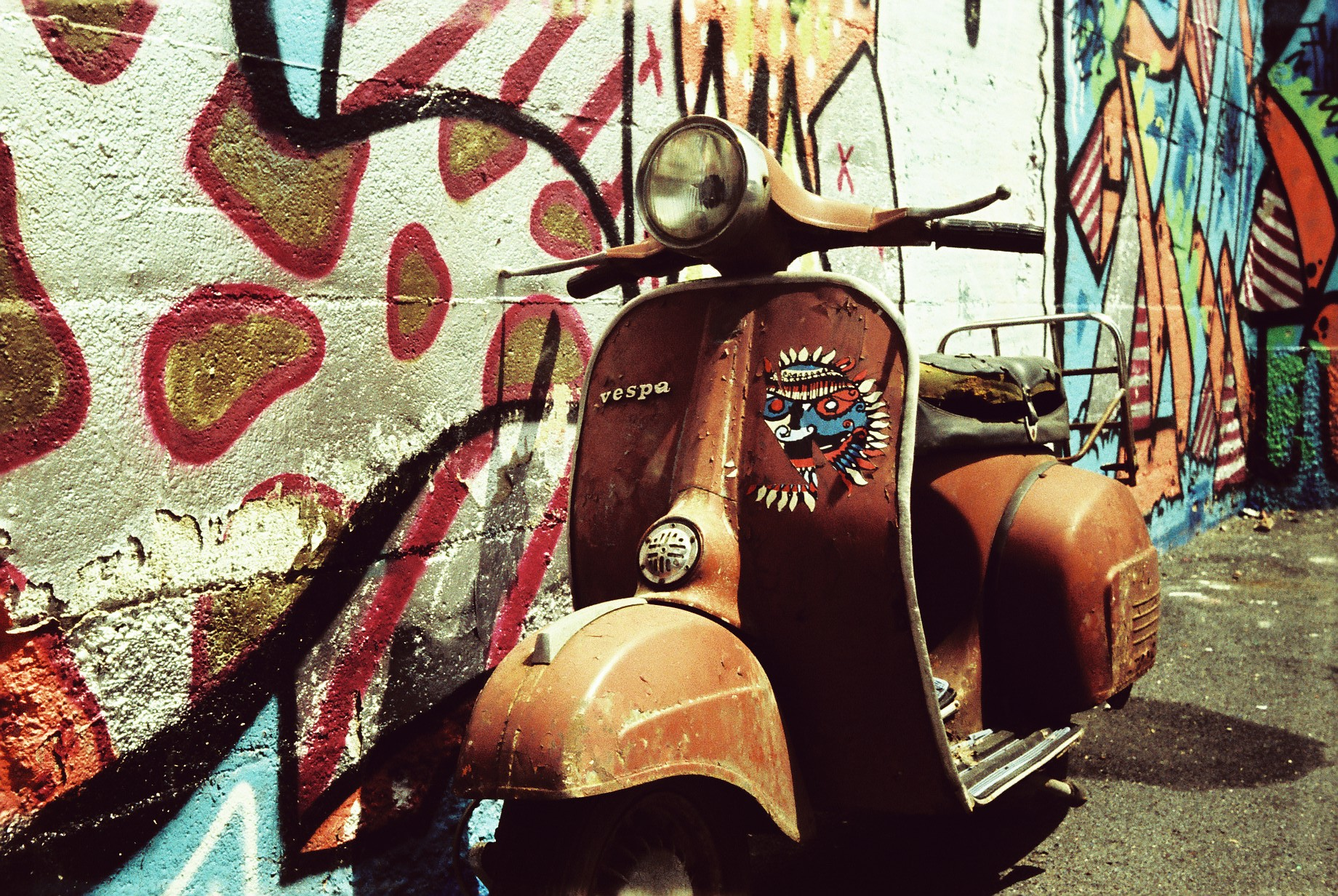 Scooter and graffiti (Pic: Mathias Is Still Around/Flickr)