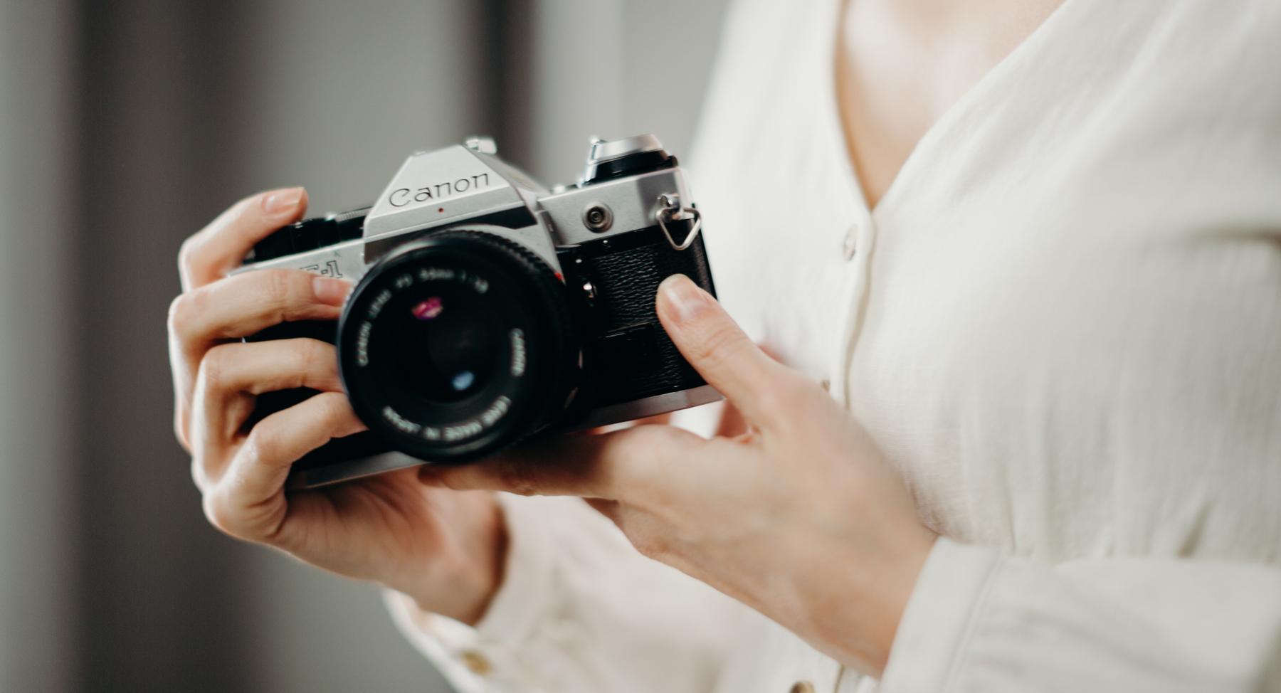 Canon AE-1 (Pic: Cottonbro/Pexels)