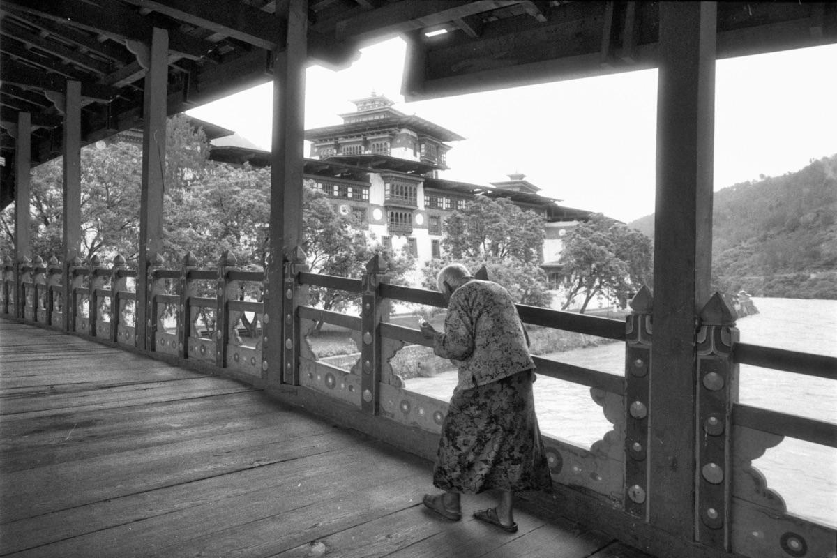 Old man walking on bridge (Pic: Lester Ledesma)