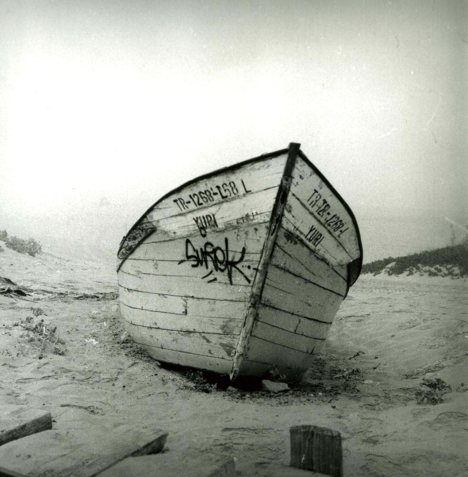 Boat on beach (Pic: Nuno Pinheiro)