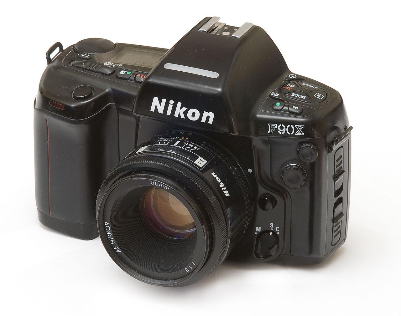 Nikon F90X (Pic: Amydet/Wikimedia Commons)