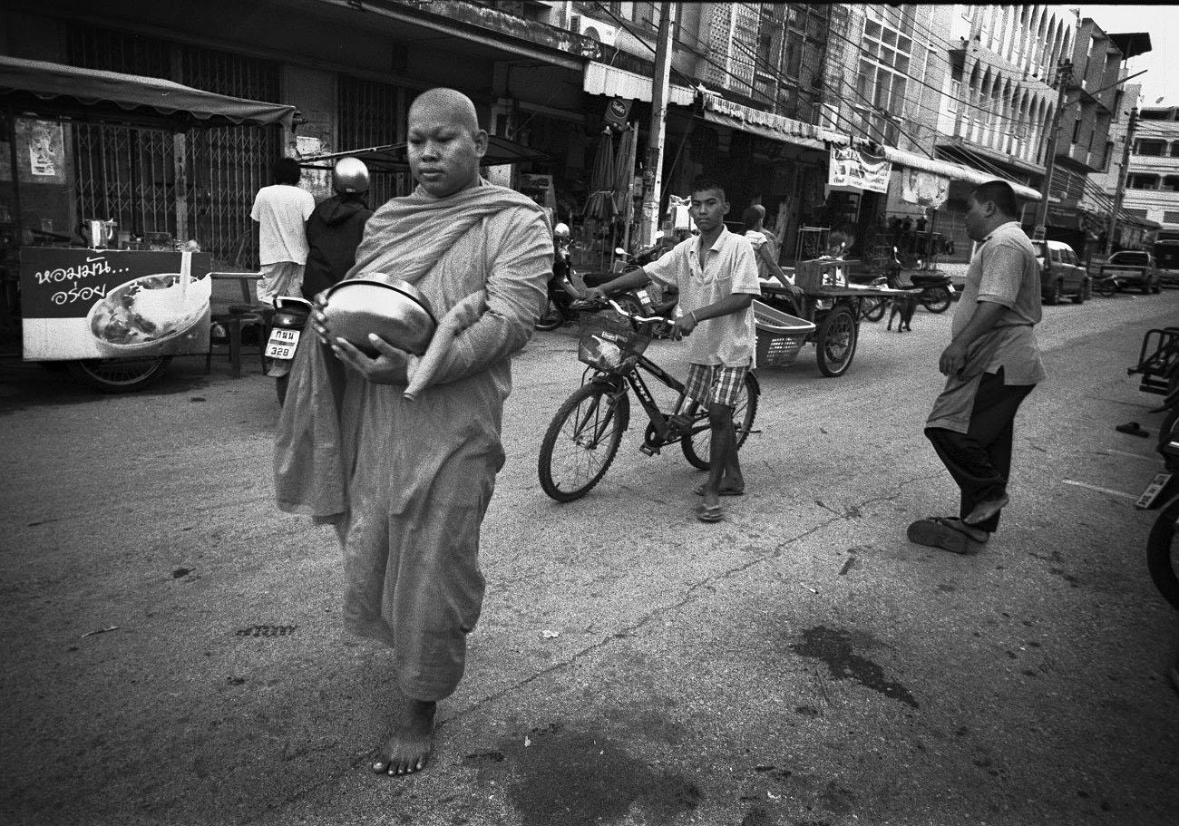 Buddhist monk begging for alms in Thailand (Pic: Lester Ledesma)