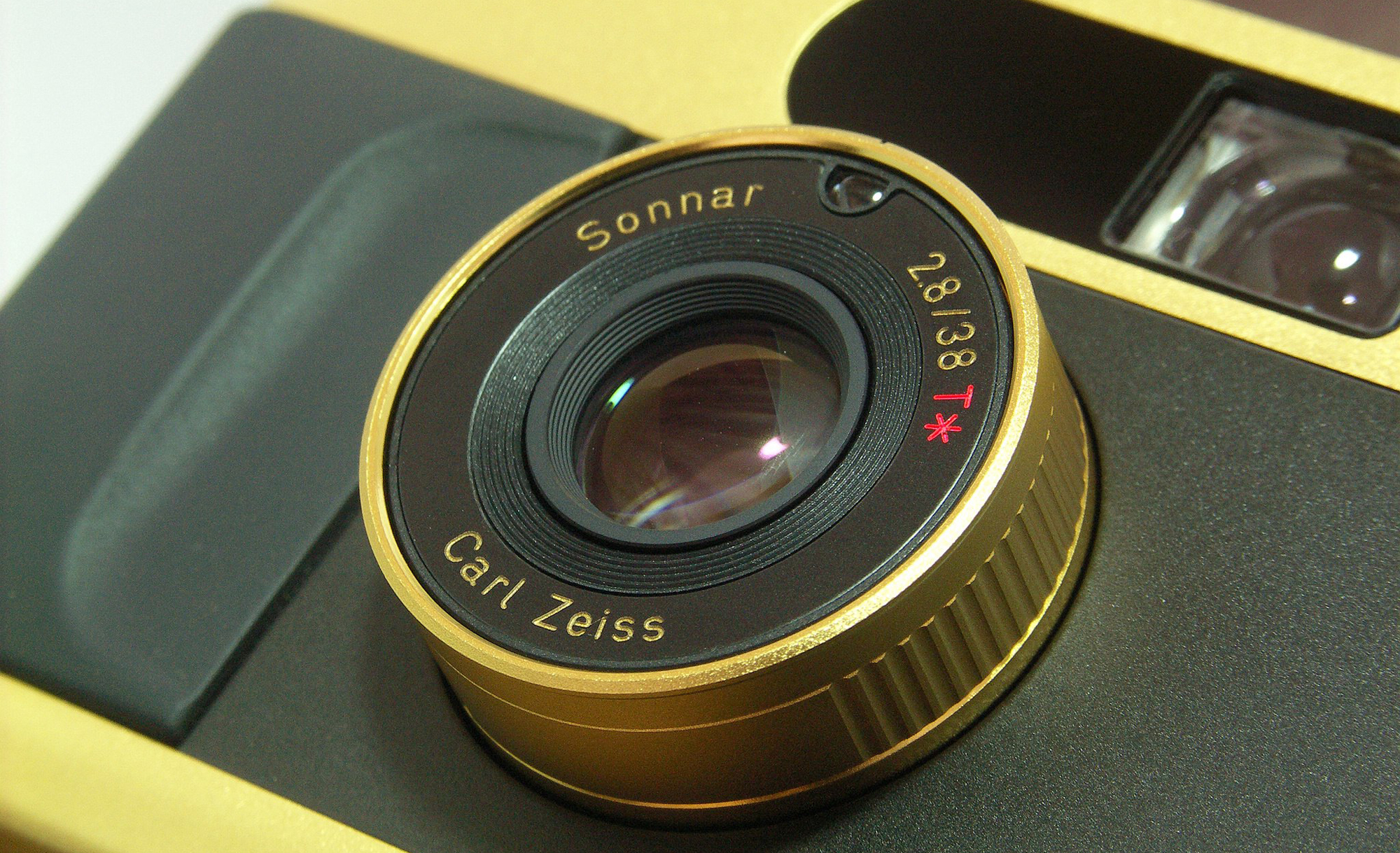 Contax T2 (Pic: Lordcolos/Wikimedia Commons)