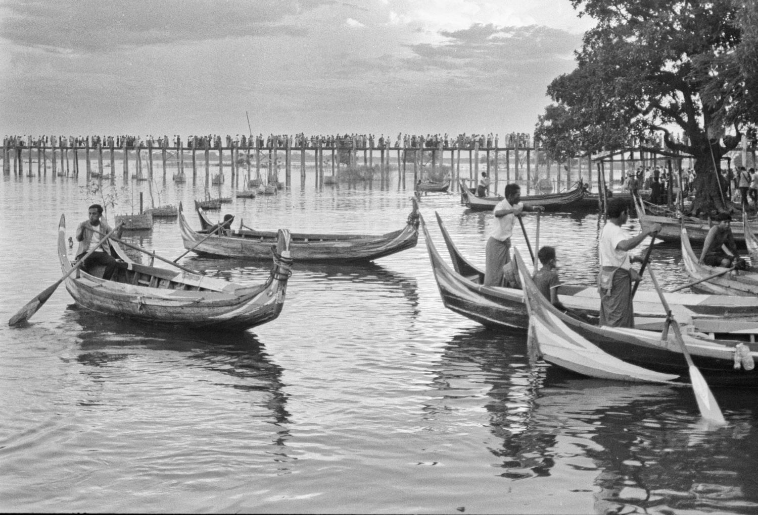 Boats on Irrawaddy River (Pic: Lester Ledesma)