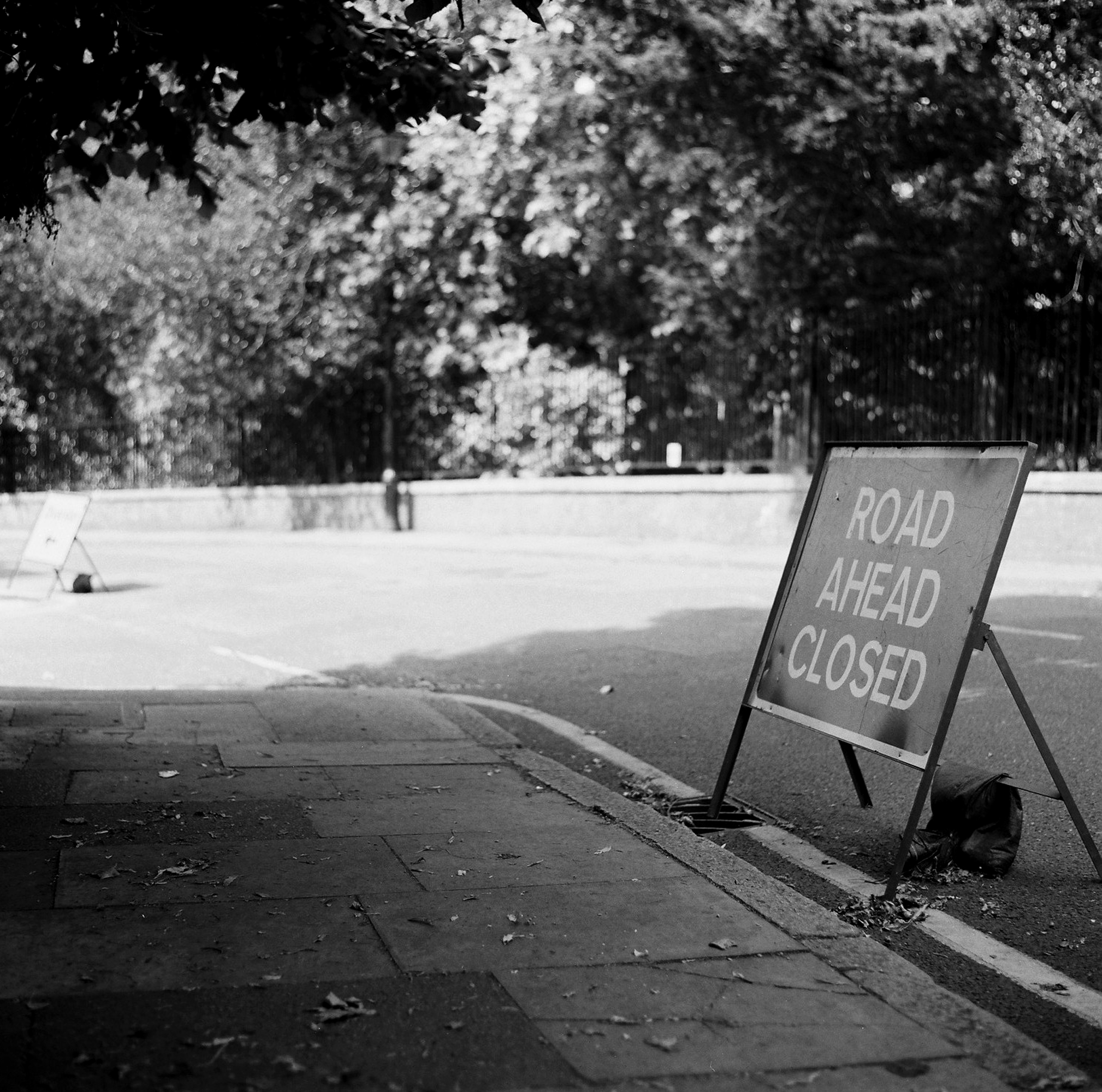 Road closed sign (Pic: Stephen Dowling)