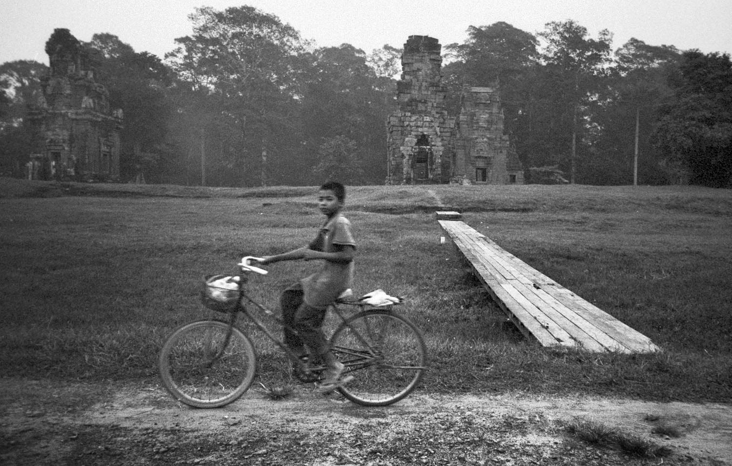 Boy on bicycle (Pic: Lester Ledesma)