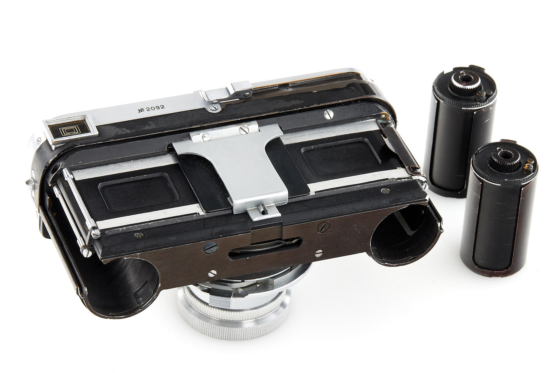 Open camera with spools (Pic: Leitz Photographica Auction)