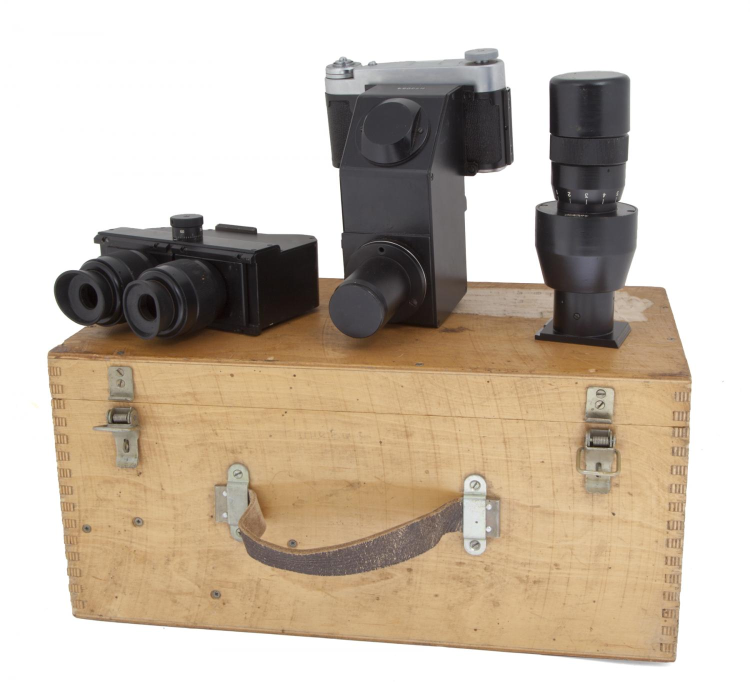 Lenok 'hole in the wall' camera outfit (Pic: Julien's Auctions)