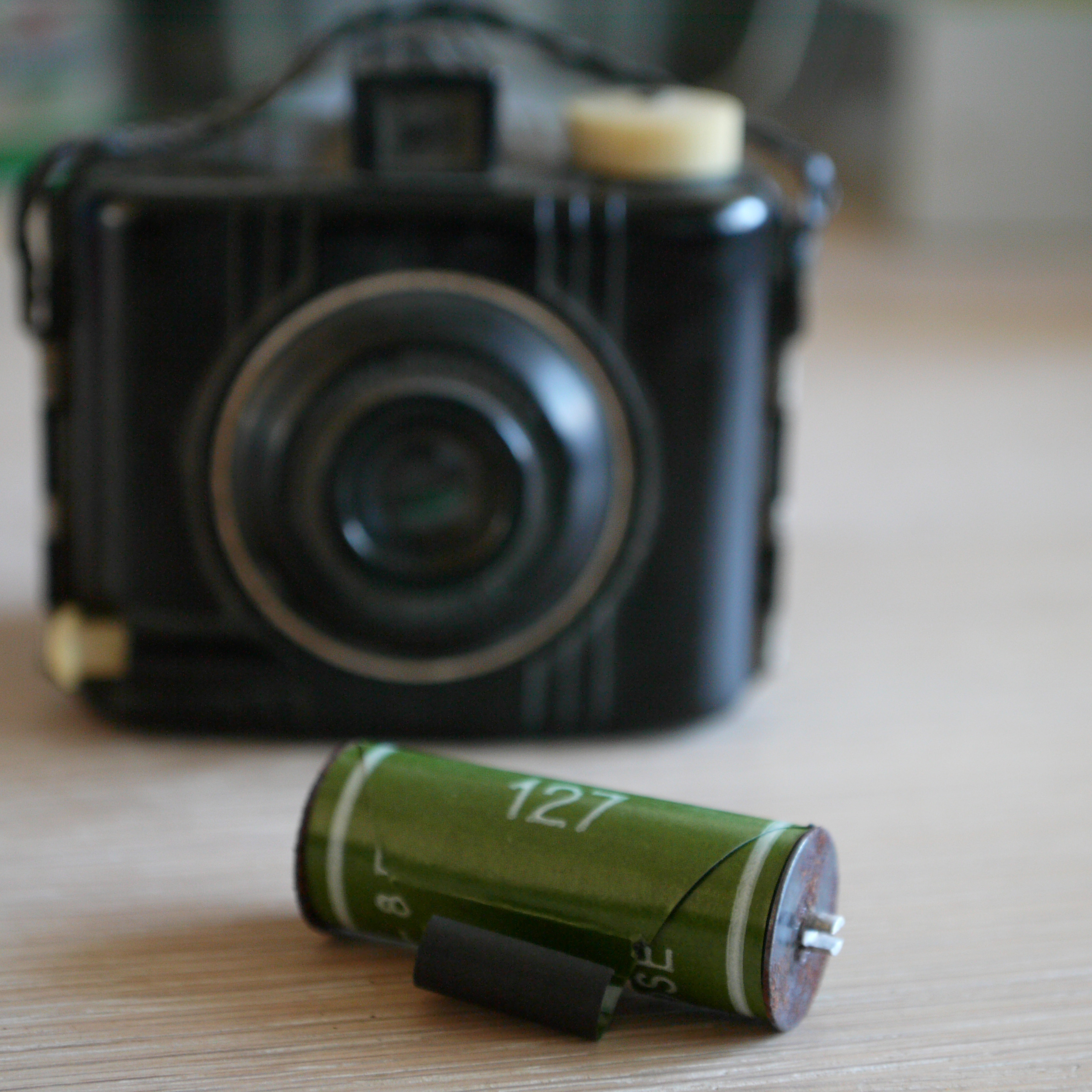 127 film and camera (Pic: Foppe01/Wikimedia Commons)