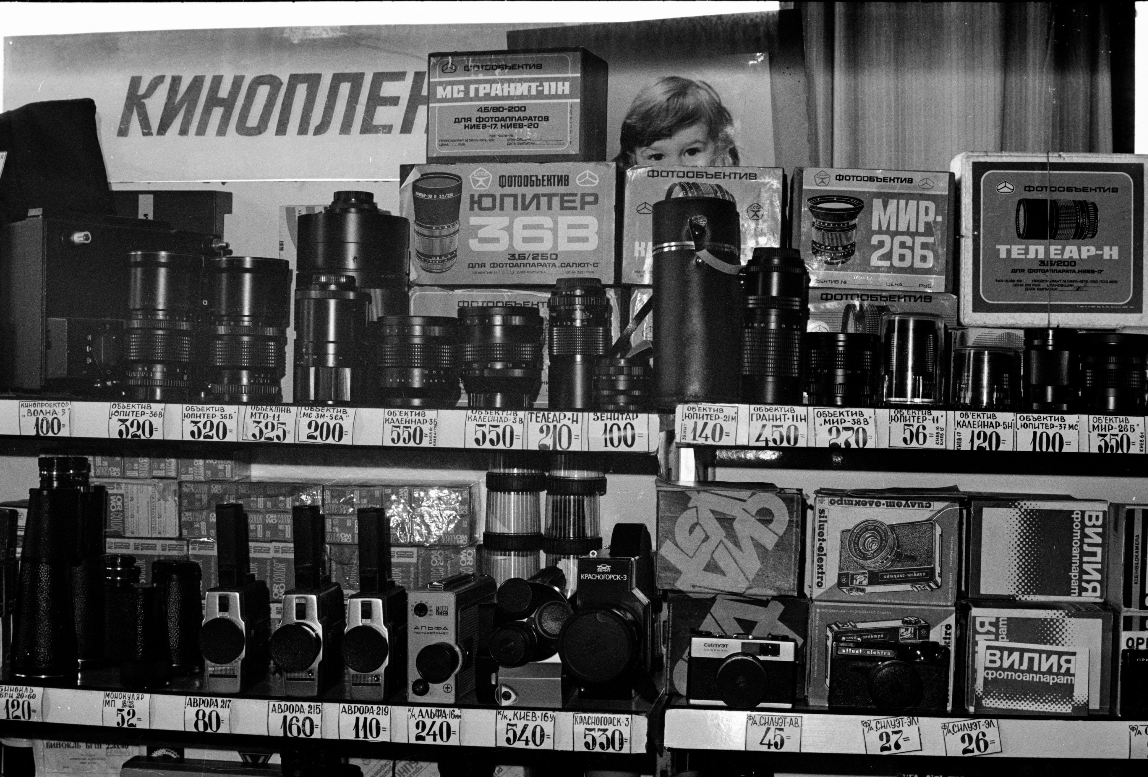 Shelves at camera store (Pic: Roman Yanovitcin)
