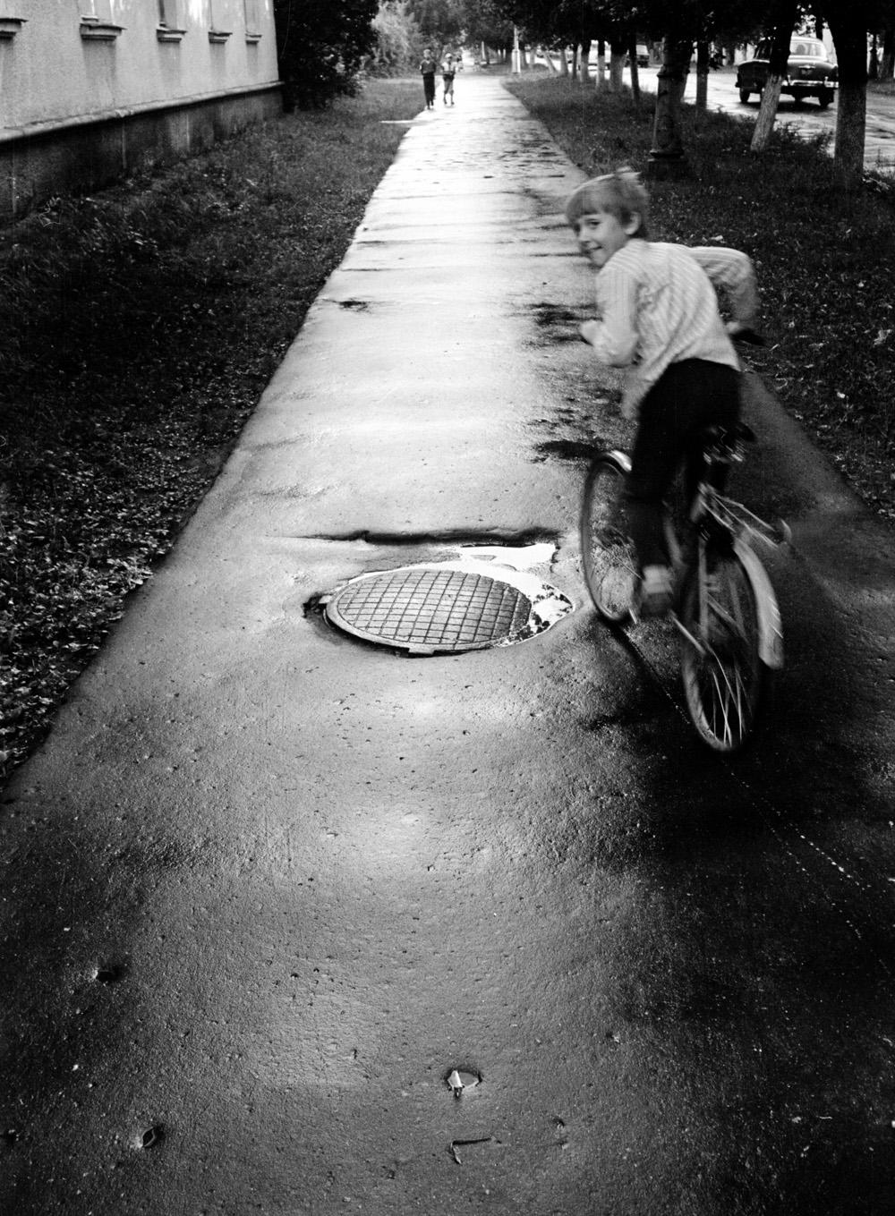 Bicyicle street riding after the rain (Pic: Roman Yarovitcin)