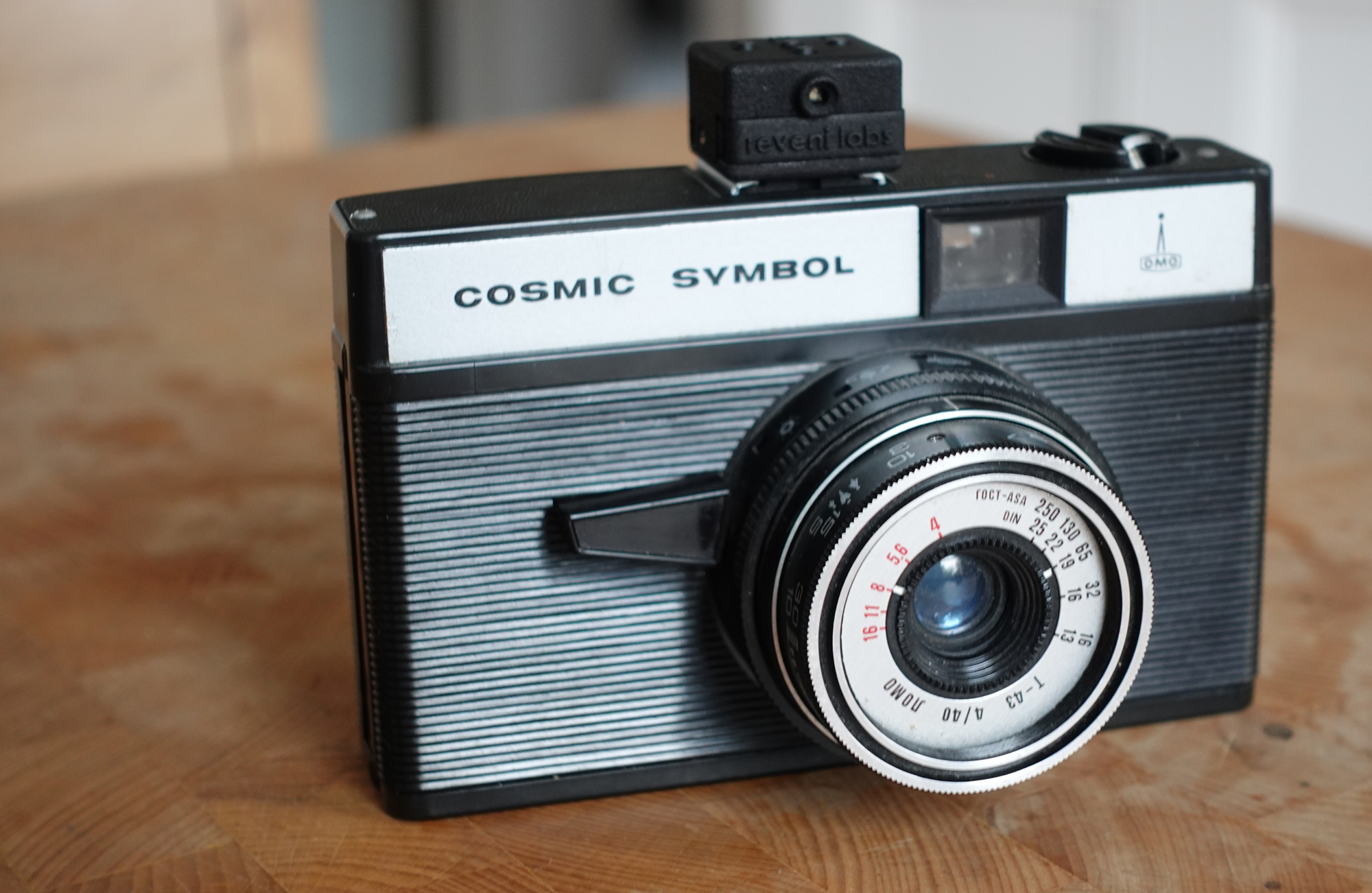 Comsic Symbol camera and Reveni Labs Light Meter (Pic: Stephen Dowling)