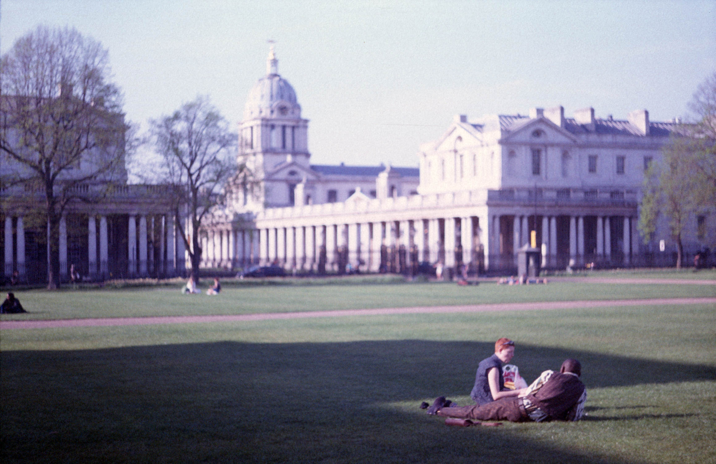 Couple on Greenwich lawn (Pic: Stephen Dowling)