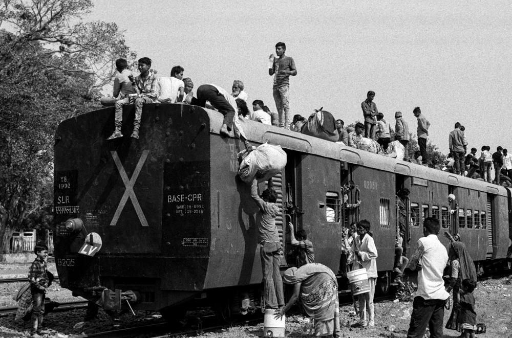 Passengers standing on roof (Pic: Nandakumar Narasimhan)