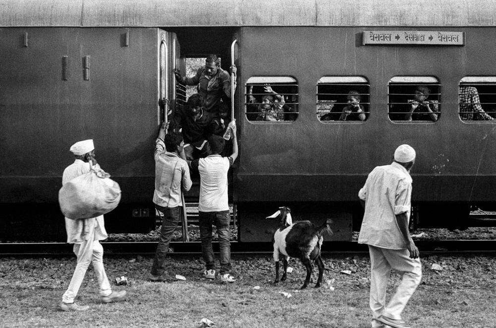 People boarding train (Pic: Nandakumar Narasimhan)