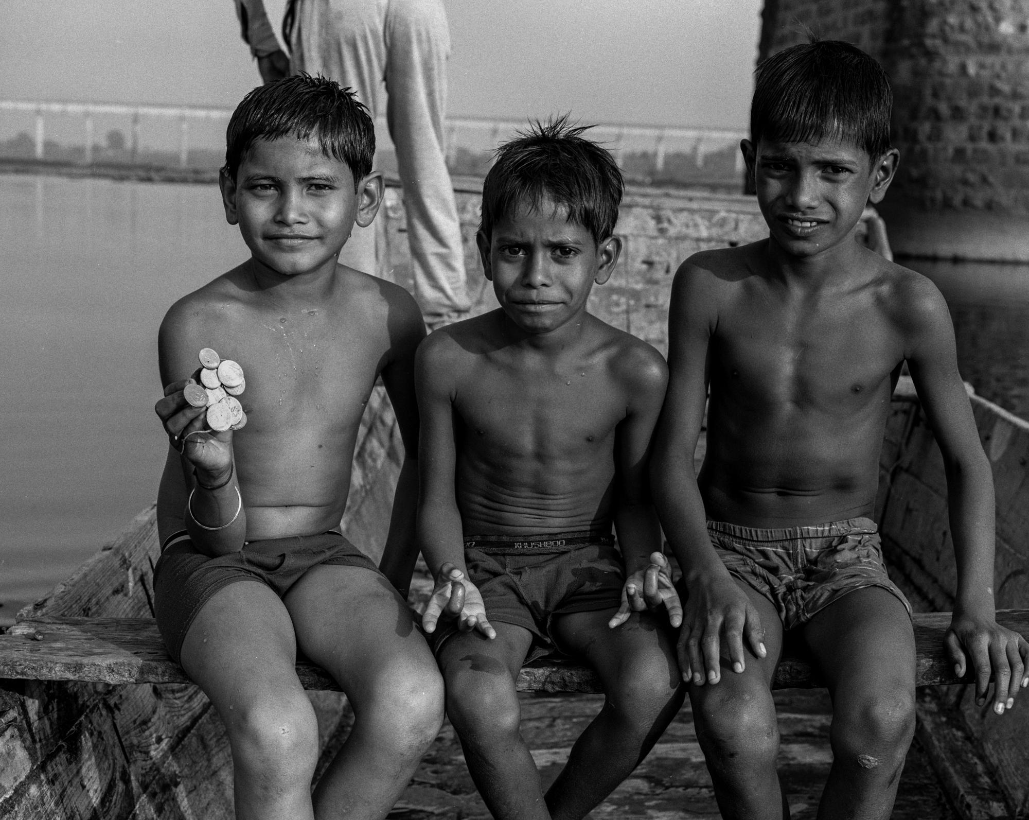 Group of young coin gatherers (Pic: Nandakumar Narasimhan)