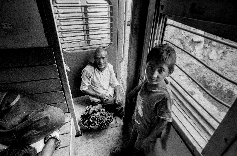 Train vendor and child (Pic: Nandakumar Narasimhan)