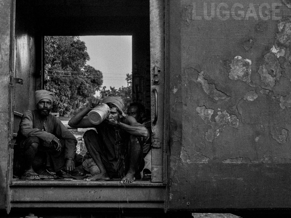 Men drinking in train (Pic: Nandakumar Narasimhan)