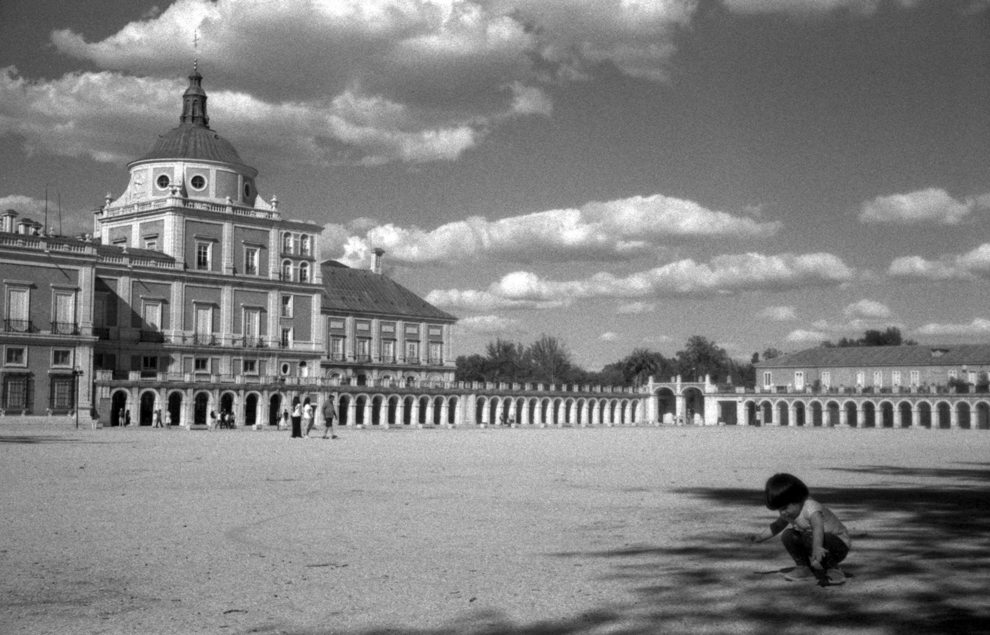 Girl in shadows and large building (Pic: Ivan Bernal Palli)