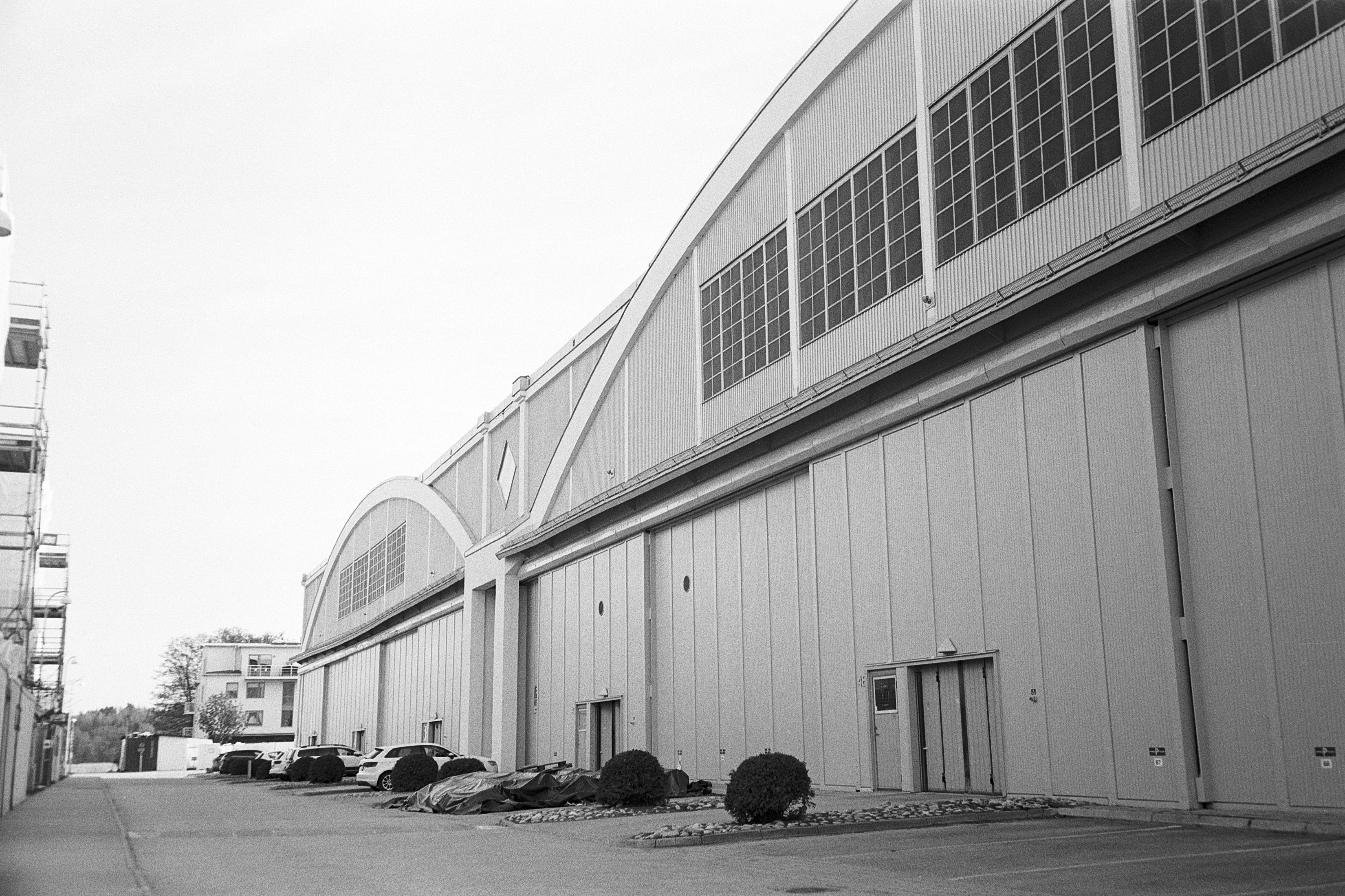 Hangars at F2 base (Pic: Skoge Farman)