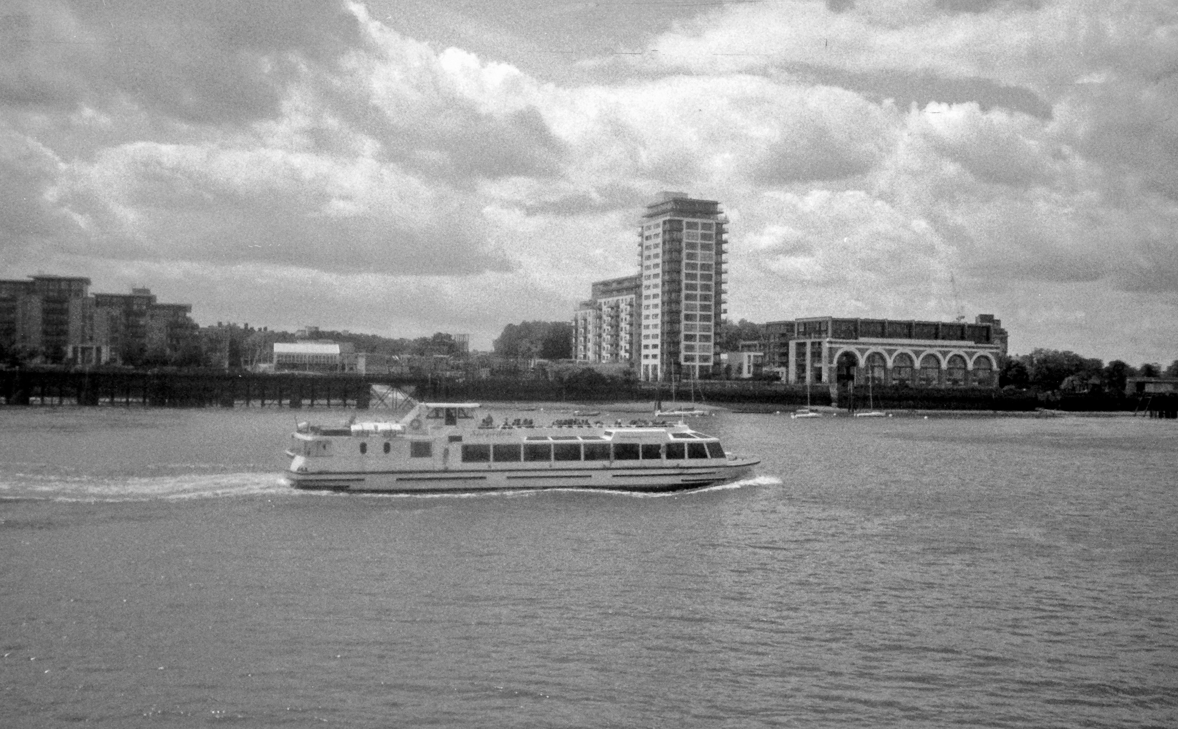 Ferry in River Thames (Pic: Stephen Dowling)
