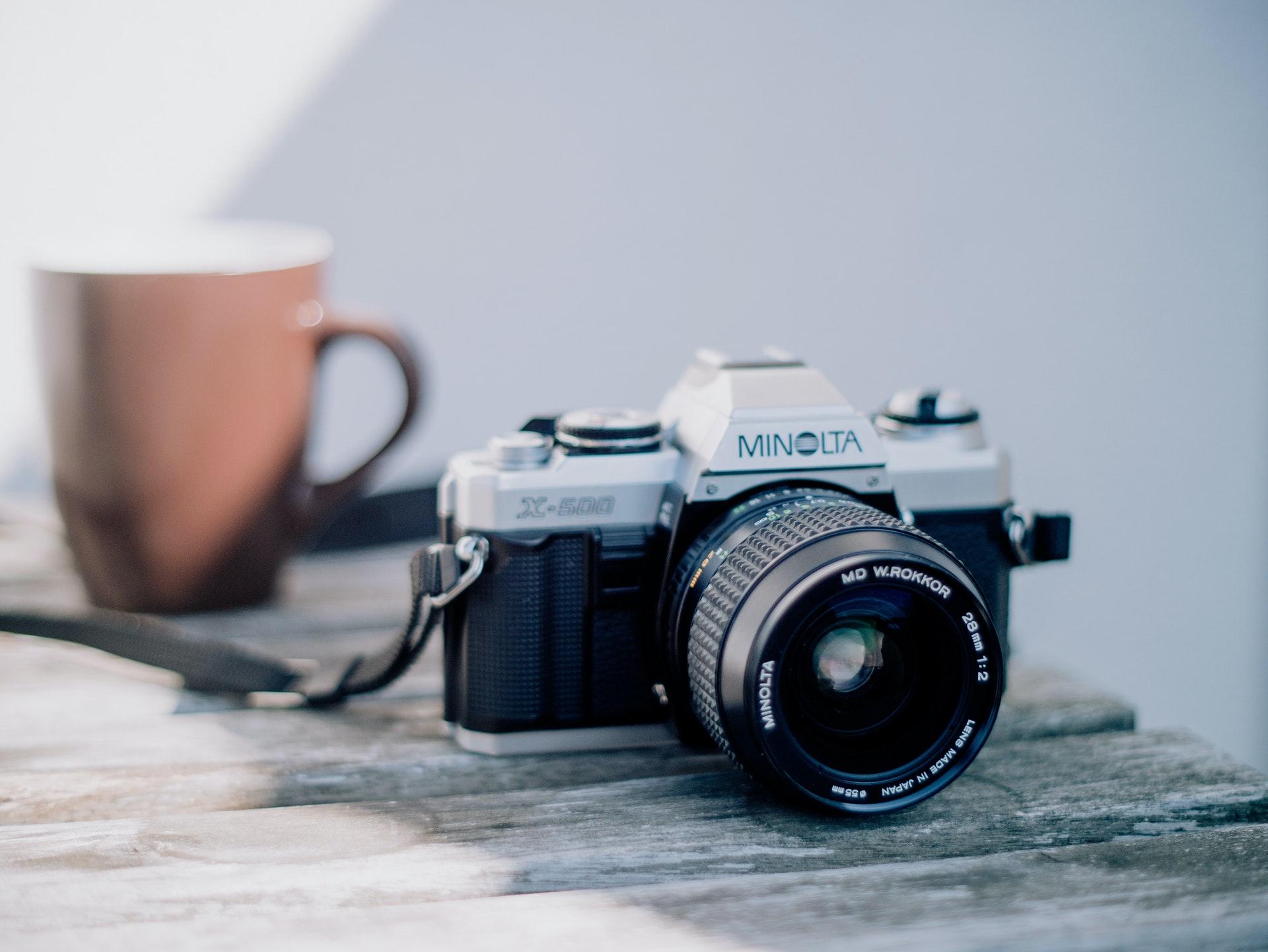 Minolta X-500 and coffee cup (Pic: Patrick Winzler/Pexels)